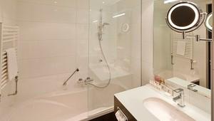 Whirlpool Bad Aanzetten : Luxe hotelkamer met bubbelbad van der valk hotel amersfoort a